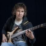 Basista Marillion od lat na Warwicku
