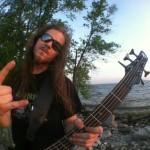 Basista Decapitated endorserem Ibaneza