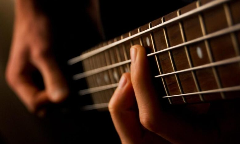gitara basowa, fot. Jsome1 na licencji CC BY 2.0
